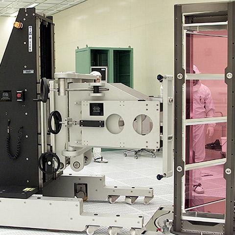 クリーンルーム 電動アーム付きリフト機 SAアームリフト[SA arm-Lift] |三愛化成商事株式会社