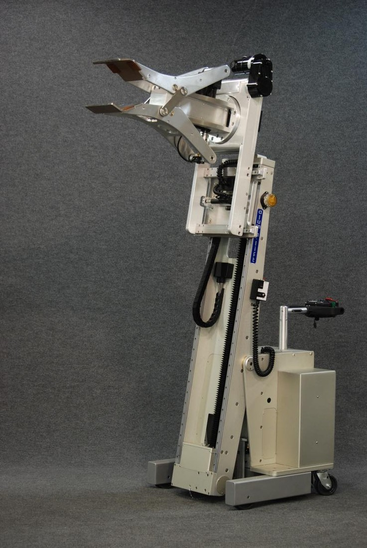 #21766 Powered clamp lift with tilting mast for extracting cylinders
