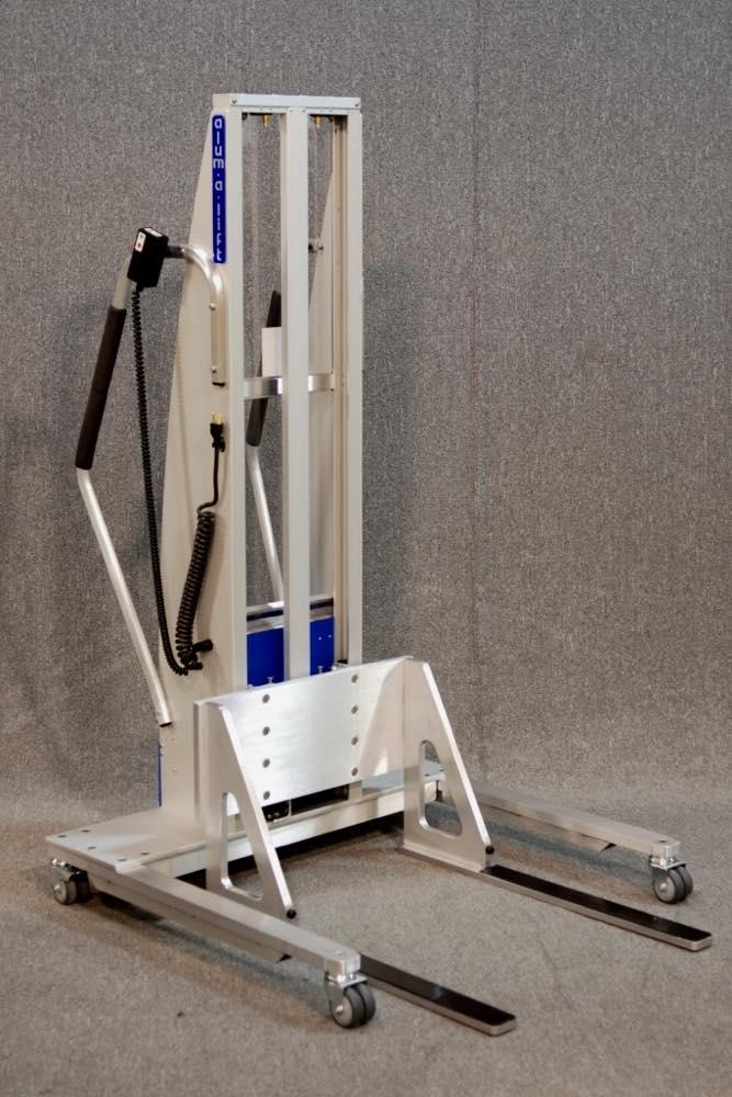 #24417 固定幅の裏地付きフォークセットを備えた人間工学に基づいたリフト