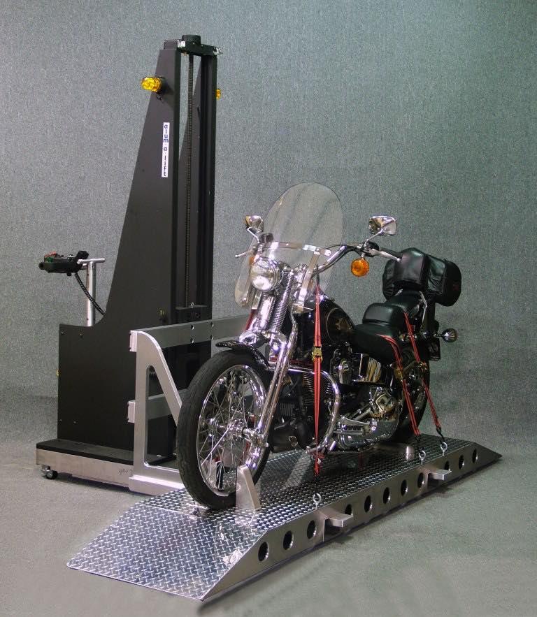 #17355 スロットマシンベイにオートバイを搭載するためのフォーク付きの自走式リフト