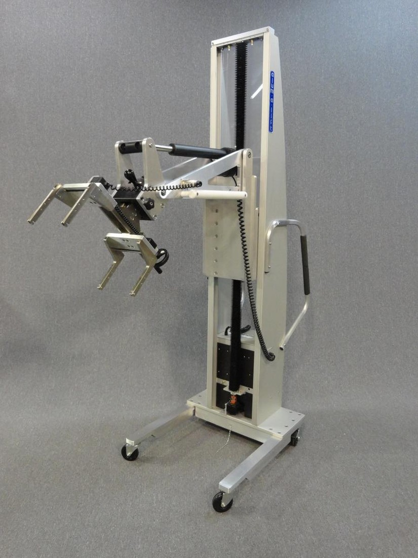 #23395 Manipulator lift with a manual gripper for installing electrical panels