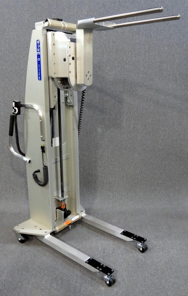 #23002 回転するステンレス鋼のプロングセットを備えたリフター